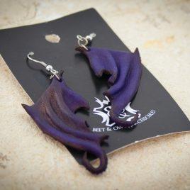 Flügelohrring Ohrhaken Ohrring Drachenflügel violett lila