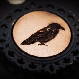 Brosche Rabe Krähe Vogel Anstecknadel