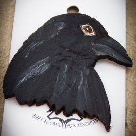 Brosche großer Rabenkopf punziert Krähe Vogel Anstecknadel
