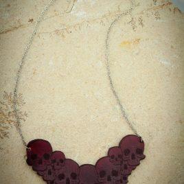 Halskette Kette Collier Skulls Schädel bordeaux rot