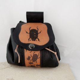 Gürteltasche Tabaksbeutel Säckchen Bag Leder schwarz braun Käfer