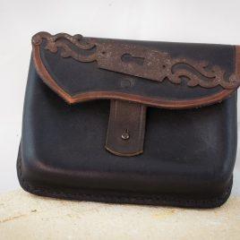 Gürteltasche handvernäht schwarz braun Leder Beschlag
