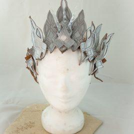 Kopfputz Headdress Krone Eiskönigin Echtleder silber Eiszapfen kaltes Herz