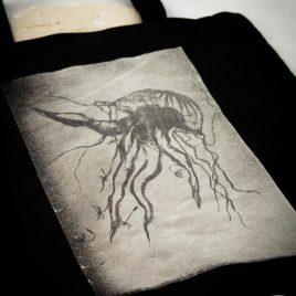 Beutel oder Turnbeutel Qualle Jellyfish Lavendeldruck auf Bleichgrund Variante schwarz
