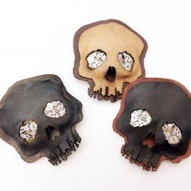 Brosche Anstecknadel Steampunk Skull Schädel Uhrwerke Leder 3 Varianten