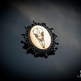 Brosche Rabenschädel Rabenkopf Krähe Skull Anstecknadel