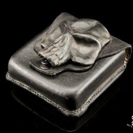 Gürteltasche handvernäht schwarz mit 3D Schädelapplikation aus Leder