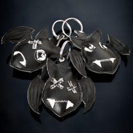 Schlüsselanhänger Fledermaus Unikat Kunstleder vegan Bat Keychain schwarz 3 Varianten