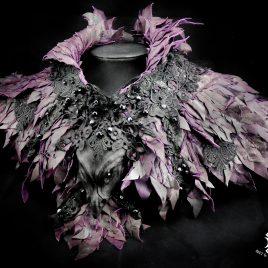 Kragen Halskragen Halskorsett Federkragen Echtleder Drachen Dragon Drachenkragen lila violett aubergine