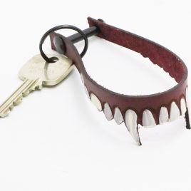 Schlüsselanhänger Key Chain Schlüsselband Vampir Zähne Gebiss Echtleder