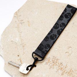 Schlüsselband Totenköpfe Skull Schädel schwarz Echtleder