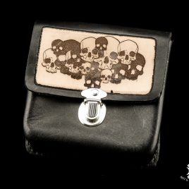 Gürteltasche handvernäht schwarz braun mit Schädeln