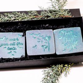 3er Set handgefertigte Seife Fledermausmotive 2 Farben 3 Duftnoten